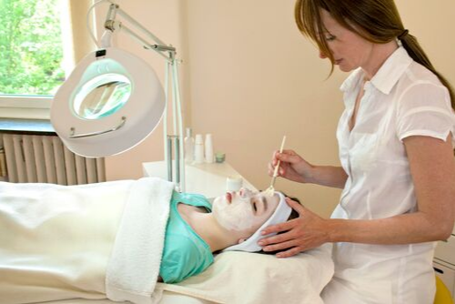 Chemical Peels for Treating Your Skin Problems